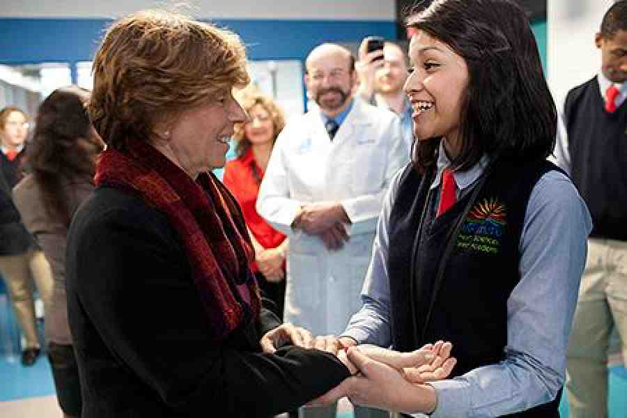 Weingarten with a student at a Chicago charter school